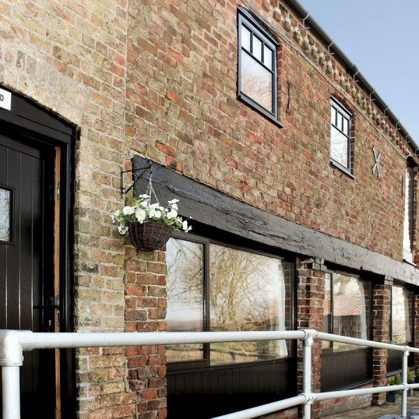 The Cart Shed Tickton Superb Barn Conversion